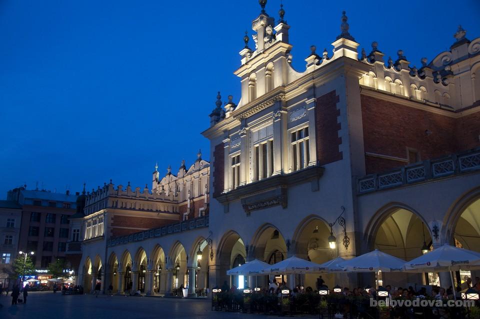 Торговые ряды в Кракове вечером