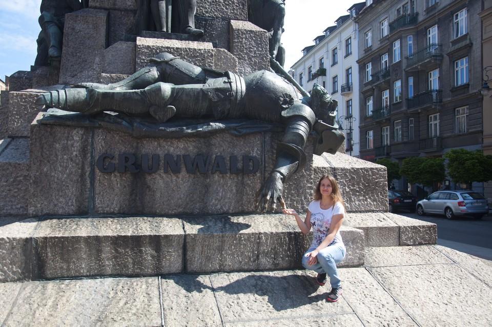 Памятник на площади Матейки