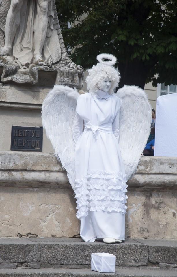 Живая скульптура Ангела