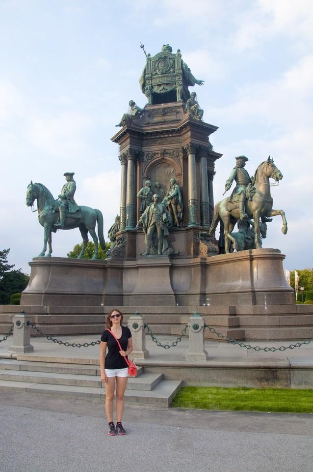 Maria_Theresa_Square